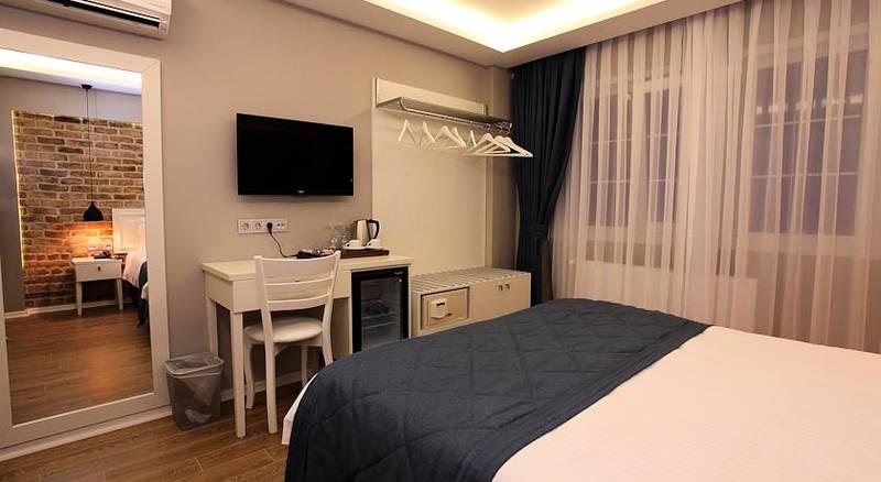 Santa lucia hotel telefon numaralar ve leti im bilgileri for Taksim santa lucia hotel
