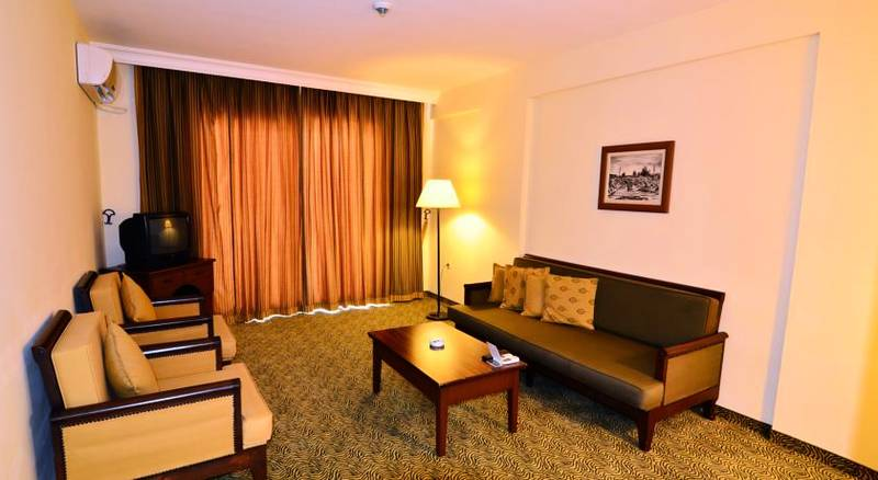 Royal Garden Suit Hotel